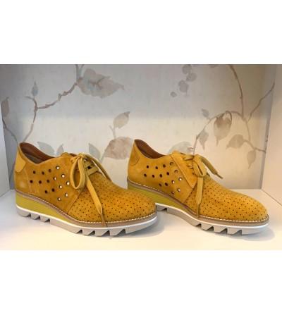 Zapatos Ante Perforada Mostaza