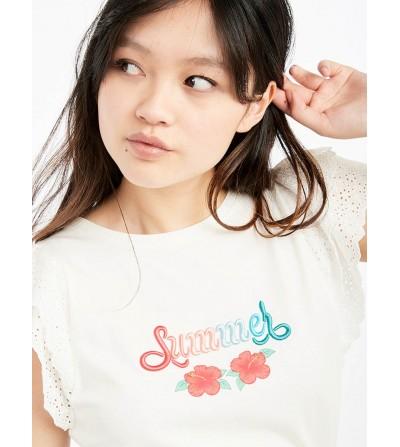 Camiseta con Bordados